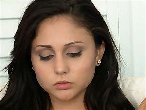 Ariana Marie frigs cooch