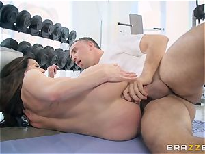 insane brunette Kendra zeal assfuck pounded at the gym