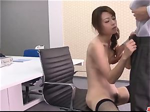 Maki Hojo incredible episodes of dazzling porn at the office