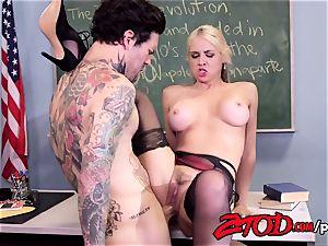 Sarah Vandella Getting romped By Her Stepson