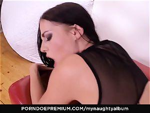 MY insane ALBUM - Model Eveline Dellai muddy facial