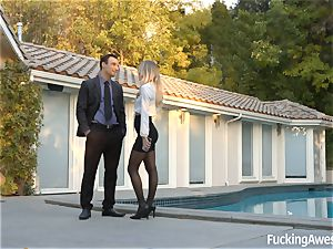 Real estate agent Natalia Starr wants to sell a mansion