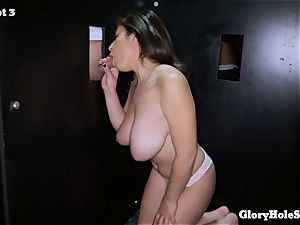 Ella Knox blows off at the gloryhole