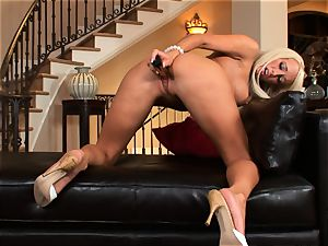Lichelle Marie crams a rigid fucktoy up her raw slit and likes every minute
