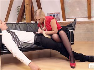 arses BUERO - tempting platinum-blonde secretary tears up manager