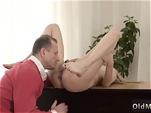 tiny nubile bare Stranger in a large palace knows how to steaming you up