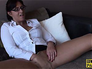 Spex mature bi-atch finger-tickling her vagina