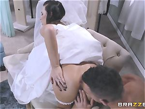 Bride Juelz Ventura getting her warm butt torn up