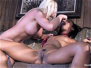 Leya displays flesh how to please a lady