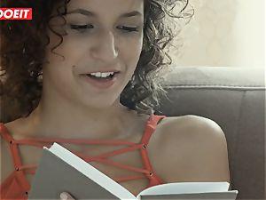 Curly Headed hottie enjoys Her boyfriend hefty salami In bed