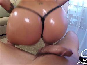 Kissa gives Johnny an oily lap dance - SinsLife