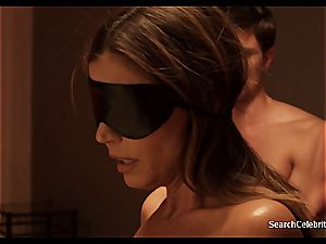 brown-haired Charisma Carpenter wants to showcase her nude body