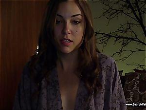 killer Sasha Grey bares her puny orbs