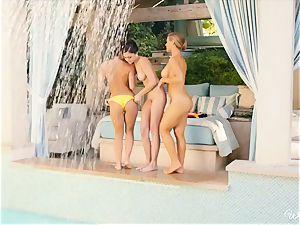 splendid lezzies Nicole Aniston and mates poolside vulva fun