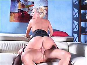 Britney Amber rides her giant backside on his fuck-stick