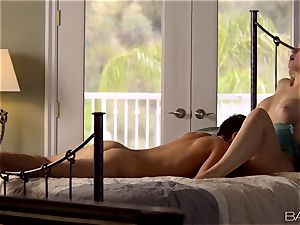 Sarah Vandella lays back and luvs her mans trunk