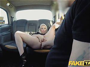 fake taxi blond mummy Victoria Summers penetrated in a taxi