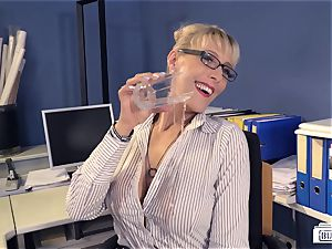 butts Buero - suck off on big black cock at work from German cougar